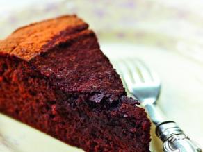 amber_rose_chocolate_and_beetroot_cake__medium_4x3